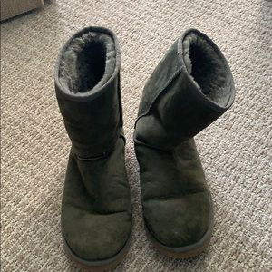 Ugg short boot in army green